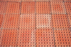 Abstrakt röd trottoar, industriell paneltextur Arkivbild