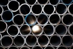abstrakt rør staplat stål Arkivfoton