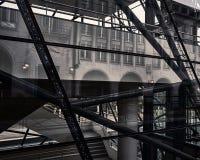 Abstrakt reflekterande Bryssel byggnad fotografering för bildbyråer