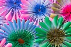 Abstrakt regnbåge som är färgrik av pappers- bakgrund Royaltyfria Foton
