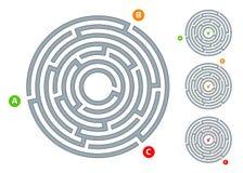 Abstrakt rund labyrintlabyrint med ett tillträde och en plan illustration för utgång A på en vit bakgrund ett pussel för logiskt  royaltyfri illustrationer