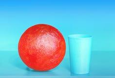 Abstrakt sammansättning med den röda bollen Arkivfoton