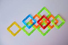 Abstrakt sammansättning med färgglade fyrkanter på ljus - grå bakgrund Arkivbild