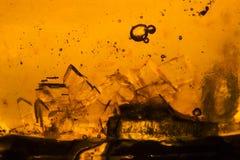 Abstrakt sammansättning med sockerkuber i en krus med sötma Arkivfoto