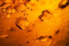 Abstrakt sammansättning med sockerkuber i en krus med sötma Royaltyfria Foton