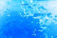 Abstrakt sammansättning med sockerkuber i en krus med sötma Arkivbilder