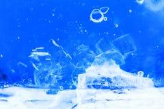 Abstrakt sammansättning med sockerkuber i en krus med sötma (inverterade färger) Arkivfoton