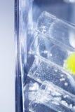 Abstrakt sammansättning med undervattens- rör med färgrik gelé klumpa ihop sig Royaltyfria Bilder
