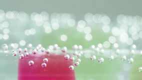 Abstrakt sammansättning med undervattens- rör med färgrik gelé klumpa ihop sig inom Royaltyfria Foton