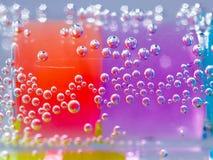 Abstrakt sammansättning med undervattens- rör med färgrik gelé klumpa ihop sig inom Royaltyfri Fotografi