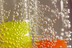 Abstrakt sammansättning med undervattens- rör med gelé klumpa ihop sig och bubblar Royaltyfri Foto
