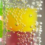 Abstrakt sammansättning med undervattens- rör med gelé klumpa ihop sig och bubblar Royaltyfri Bild