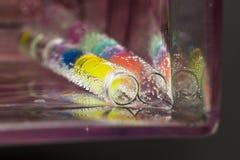 Abstrakt sammansättning med undervattens- rör med gelé klumpa ihop sig och bubblar Royaltyfria Bilder