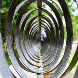 Abstrakt sammansättning av svarta cirklar för en metall Royaltyfria Foton