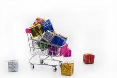 Abstrakt shoppingsammansättning med euromynt Arkivbild
