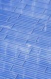 Abstrakt sikt till bakgrund för stålblått av den glass fasaden Fotografering för Bildbyråer