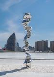 Abstrakt skulptur av den brittiska skulptören Tony Cragg på Haydar Aliy Fotografering för Bildbyråer