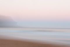 Abstrakt soluppgånghavbakgrund med suddig panorera rörelse Royaltyfri Fotografi