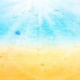 Abstrakt sommar för havsvatten texturerade bakgrund med sommarstrålen Arkivfoton