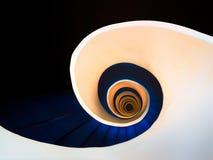 abstrakt spiral trappuppgång Arkivfoto