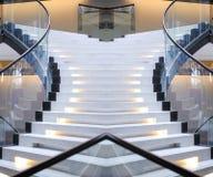 Abstrakt spiraltrappuppgång av en härlig tillträdestrappuppgång Royaltyfria Bilder