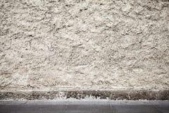 Abstrakt stads- bakgrundsinre med den grungy betongväggen fotografering för bildbyråer