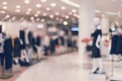 Abstrakt suddig bakgrund av varuhuset i shoppinggalleria Royaltyfria Foton