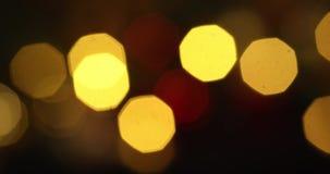Abstrakt suddig Bokeh för julljus bakgrund 4K Blinka för blinkajulgranljus vinter för snow för pojkeferielay stock video