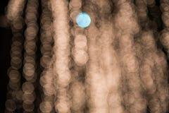 Abstrakt suddig bokehbakgrund som är utomhus- på natten Arkivbild