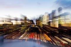Abstrakt suddig horisont av New York City tänder på skymning fotografering för bildbyråer