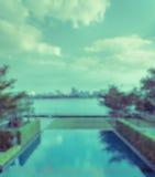Abstrakt suddig utomhus- simbassängbakgrund Arkivfoto