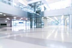 abstrakt suddighet och defocused i tom kontorsbyggnad med exponeringsglas Fotografering för Bildbyråer