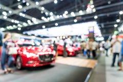 Abstrakt suddighet och den defocused motorisk utställningen för bil och visar händelse royaltyfria bilder