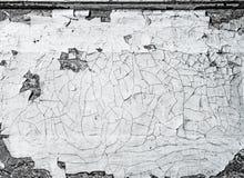 Abstrakt svartvit bakgrund med sprickor i målarfärgen textur Horisontalramen Fotografering för Bildbyråer