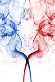 Abstrakt symmetrisk rök avbildar i rött, vit och blått Arkivfoto