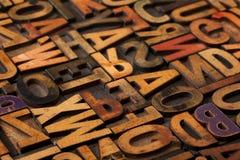 abstrakt tappning för alfabetblockprinting Arkivfoto