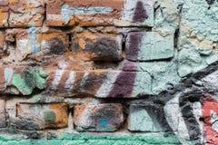 abstrakt tegelstenvägg Detalj av grafitti Fragmentera för bakgrund, den stilfulla modellen, modefärger royaltyfri fotografi