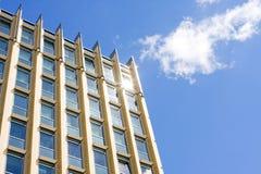 Abstrakt textur av blåa glass moderna byggnadsskyskrapor Arkivbild