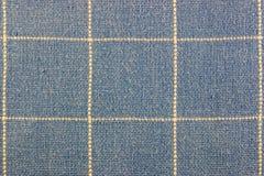 Abstrakt textur av blått bomullstyg med vertikala och horisontalprickar fodrar Royaltyfri Bild