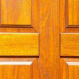 abstrakt textur av en brun antik trägammal dörr i Italien e Royaltyfria Foton