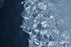 Abstrakt textur av silvrig färg för briljant vatten Arkivfoto