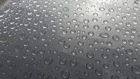 Abstrakt textur av vattendroppe på tabellen efter regn arkivfoton