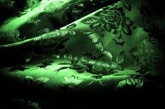 abstrakt textur för tyg för bakgrundsclosedesign upp rengöringsduk grönt silkeslent tyg med en modell av blommor PR Arkivfoto