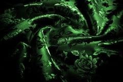 abstrakt textur för tyg för bakgrundsclosedesign upp rengöringsduk grönt silkeslent tyg med en modell av blommor PR Arkivbild