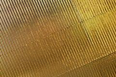 abstrakt textur Korrugerad pappers- bakgrund för guld Kopiera utrymme f?r text horisontal Ber?m feriebegrepp royaltyfria bilder