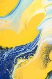 Abstrakt textur med guling- och blåttakrylmålarfärg Royaltyfria Foton