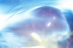 Abstrakt textur, simulering av vatten på solnedgångblått Arkivbild