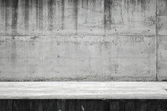 Abstrakt tom industriell inre, betongvägg Royaltyfria Bilder