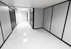 Abstrakt tom kontorsinre med vita väggar Arkivfoto