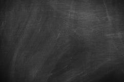 Abstrakt tom krita gned ut på svart tavlabakgrundstextur Arkivfoto